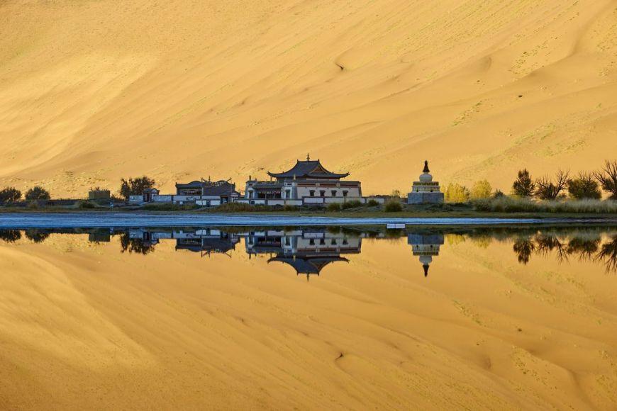 Monastère mongol, désert de Gobi, Chine